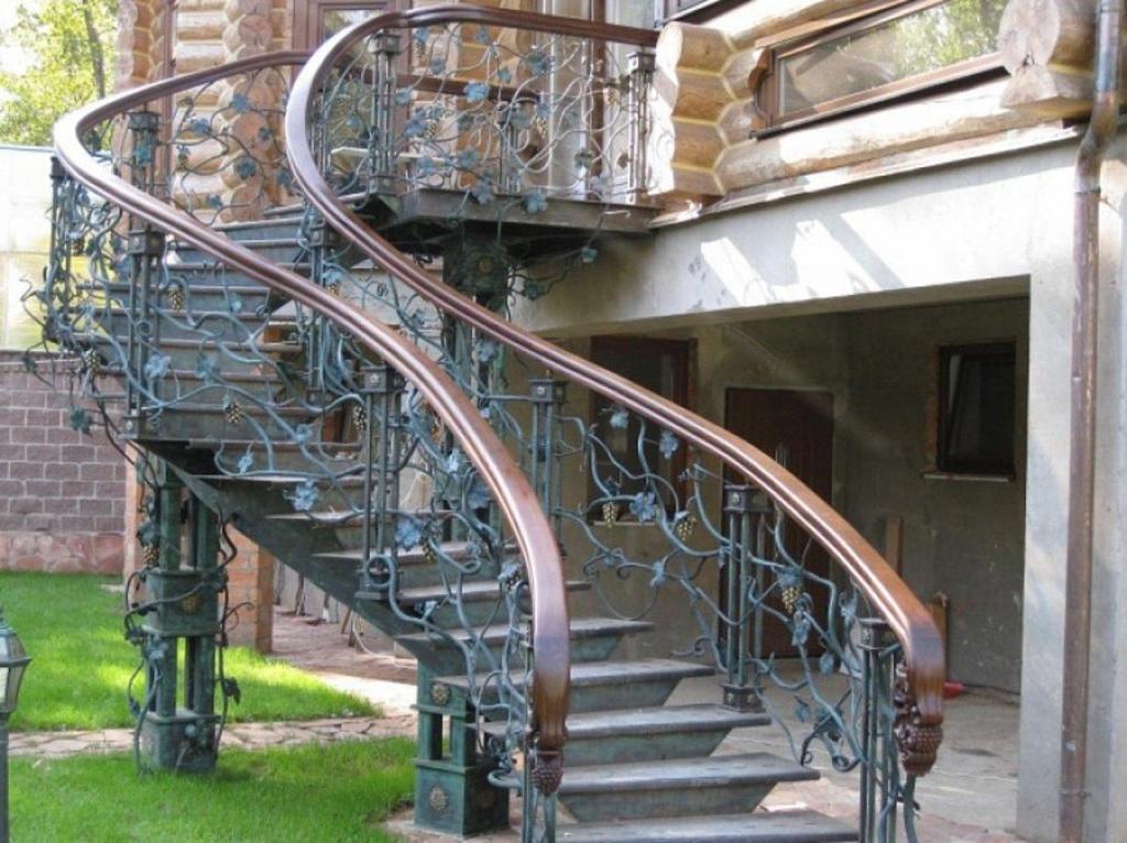Лестницы из металла на второй этаж для дома по низкой цене